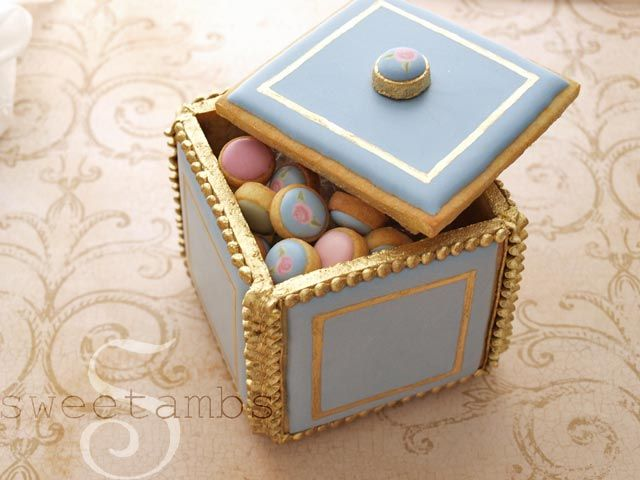 Learn how to make a cookie box in this tutorial by SweetAmbs.