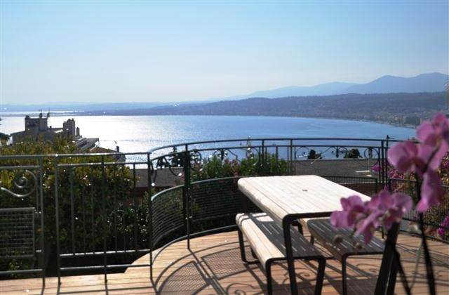 Nice Holiday Apartment Rental, Mont Boron with beach/lake nearby and jacuzzi/hot tub