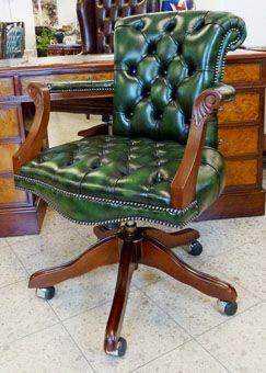 Der stilvolle Bürosessel: Admiral's Chair in antikgrün.