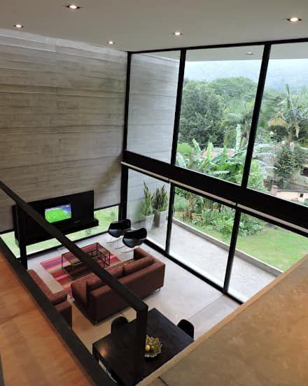 Doble altura.: Livings de estilo minimalista por jose m zamora ARQ