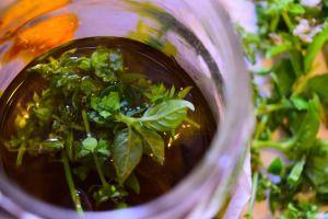 """Olio Aromatico (o """"oleolito"""") al Basilico Home-made – Sarà il vostro Jolly!"""