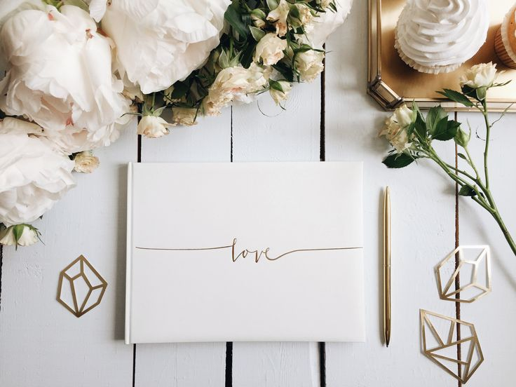 Wedding guest book with confetti decorations #guestsbook #diamonds #confetti #wedding #decorations #slowwedding #modernwedding #blisswedding #blisscollection
