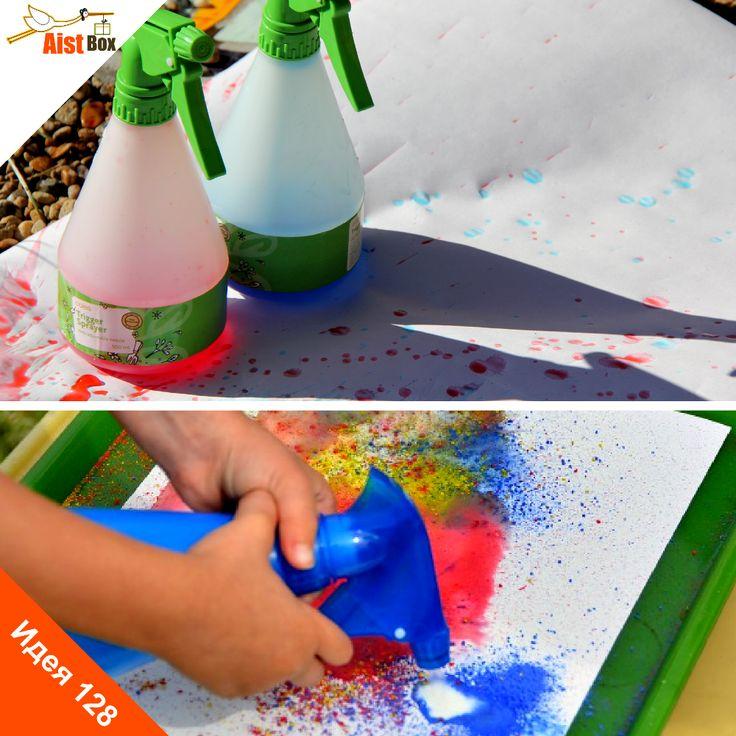 У нас есть для Вас отличная идея, как развлечь малыша, развивая при этом его творческие способности. Это не отнимет у Вас много времени и средств, но кроху идея точно развеселит! Если Вы проводите лето на даче, воплотите идею в жизнь на улице! Рисуем спреем из бутылок!
