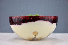 Windbeutel-Schicht-Dessert | Windbeutel | Rote Grütze | Quark | Dessert