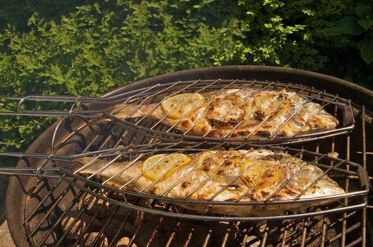 Auch beim Grillfest ist Abwechslung gefragt: Wer weiß, wie man Dorade richtig grillen kann, wenn man die Haut nicht mitessen möchte, wird für dieses Rezept sicher Lob ernten!