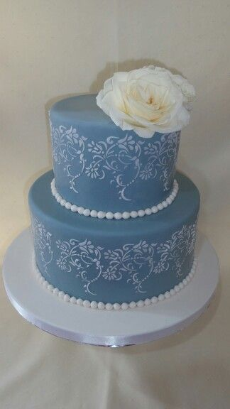 Vintage lace pearls with fresh rose created by MJ delivered to the stunning Old Church Restaurant Hawkes Bay www.mjscakes.co.nz