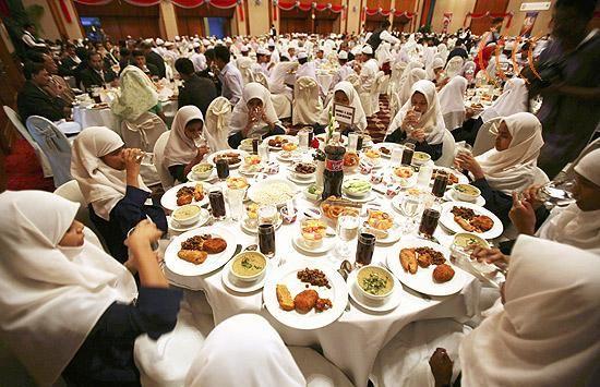 iftar - jantar após o jeju do Ramadã - Pesquisador Urandir http://portalpesquisa.com/egito/expedicao-egito/de-malas-prontas-pro-egito-religiao-no-egito.html