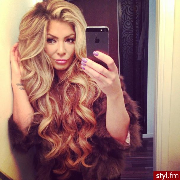 .100% virgin human hair wigs/hair extensions/lace closure/clip in hair/skin weft and synthetic hair wigs,brazilian ,indian ,malaysian ,peruvian and chinese hair. Web:http://www.aliexpress.com/store/1089645 Skype:Divas Grace Whats App:+8615092180850 Email:melissali0805@yahoo.com