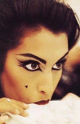 make up, black eyeliner, eyebrows, loveheart, fashion, hair