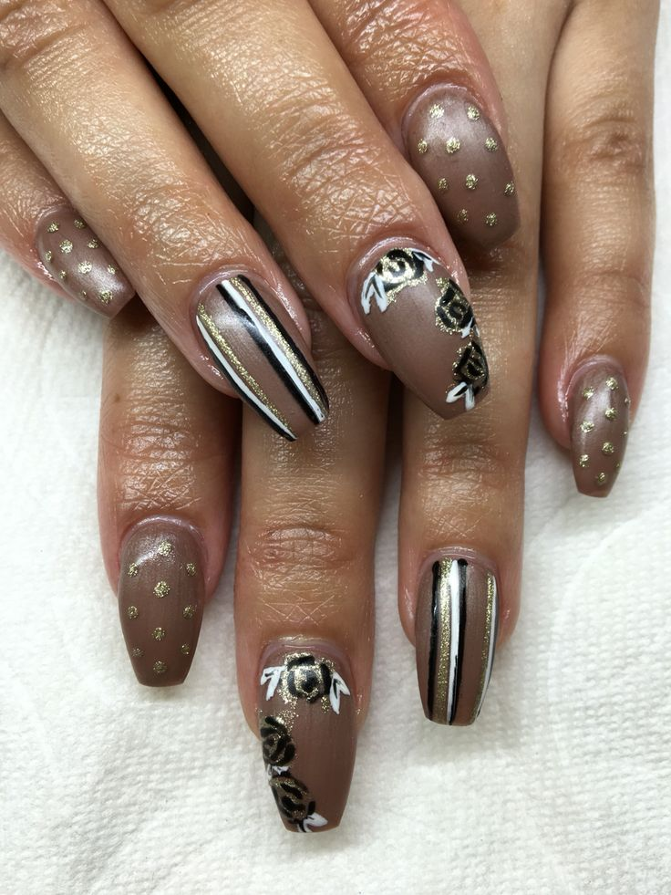 Matte gel nails with hand drawn design using gel By Melissa Fox