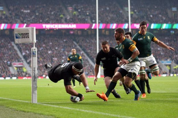 Jerome Kaino scores for New Zealand against South Africa in the 2015 World Cup semi-final
