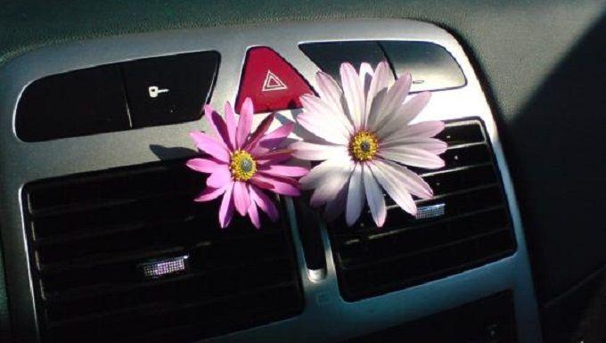 J'ai trouvé une bonne astuce pour fabriquer le désodorisant de ma voiture. J'adore rouler dans une voiture qui sent bon ! Pas vous ?   Découvrez l'astuce ici : http://www.comment-economiser.fr/desodorisant-voiture.html