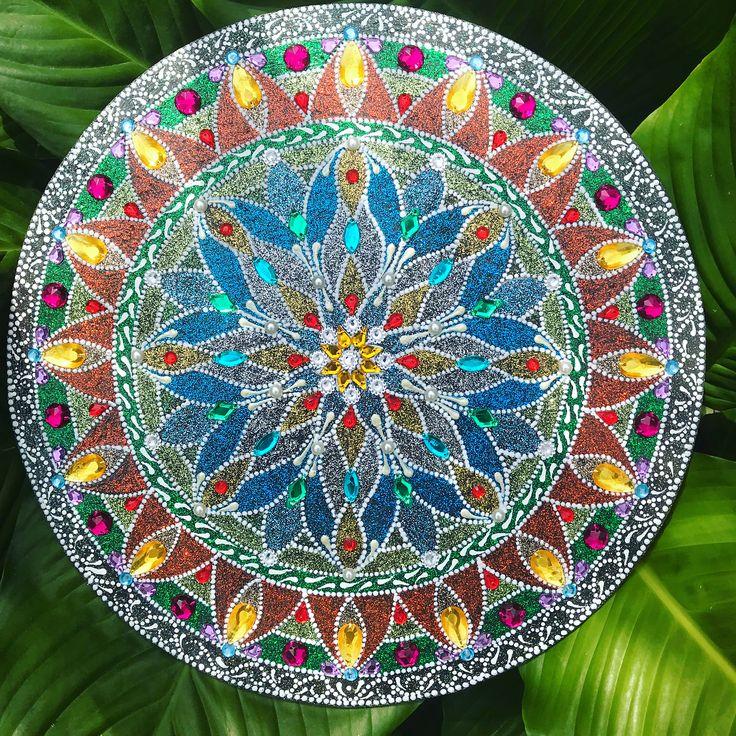 Primavera chegou!! Boas vibrações a todos 🙏🏼 #mandala #mandalaart #mandalaworld #dotpainting #dotmandala #dotwork #dotart #dotting #art #artesanato #handmade #yoga #goodvibes #zen #zendala #zendalaart #becreative #coloring #coloringbook #lovemandala #mandalalove #springmandala #boasvibrações