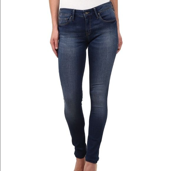 Mavi 28/30 Alexa mid soft shanti These jeans are new I have the tags worn for an hour once and were too big will trade for same jeans in 27 !!!! Or similar ❤️❤️ Mavi Jeans Skinny