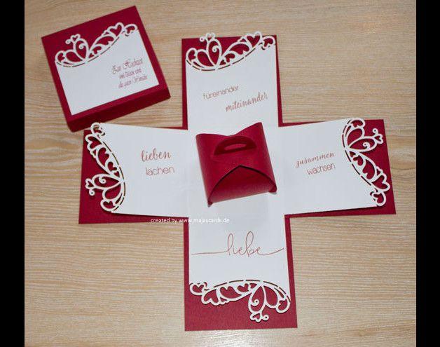 Eine tolle Geschenkbox zur Hochzeit, man nimmt den Deckel ab und die Box springt auf, ein toller Effekt, den bis jetzt jeden begeistert hat!  Innen befindet sich eine kleine Schachtel in der Geld,...