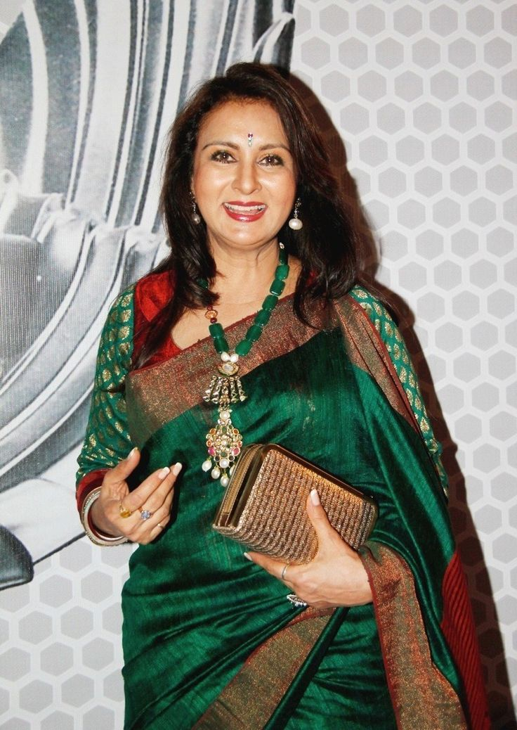 Ever so charming and graceful, spotted Poonam Dhillon in a deep red and green silk saree. We at Shatika admire her taste in jewellery and sarees. Sarees are evergreen and can never look out of place. Three cheers to this ever reigning attire. Hip hip hurrah!