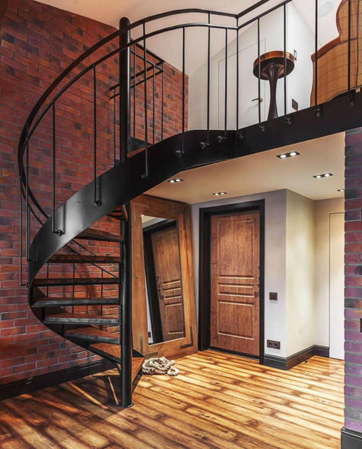 A residence with industrial style that has been built from the old commercial buildings in the typical style very spacious room with high ceilings and plenty of storage space stiff. But it is somet…