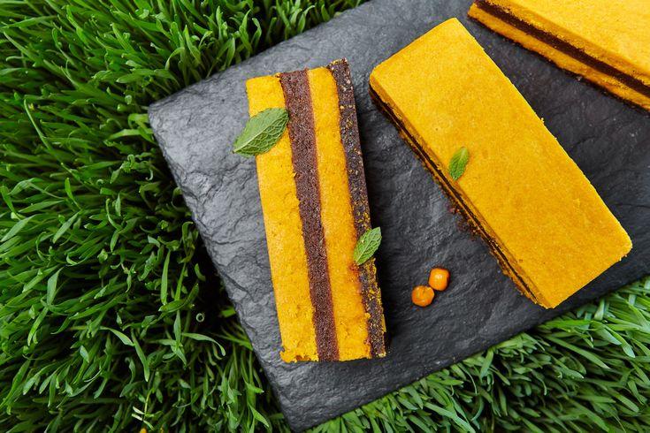 Сыроедческий облепиховый торт