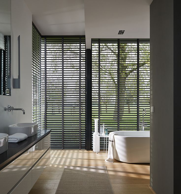 Nature plays a large part of eastern decoration so reveal the view with sharp slats that contrast with natures irregularity rather than obscure with opacity. Luxaflex® Venetian Blinds. #Luxaflex #VenetianBlinds #Bathroom