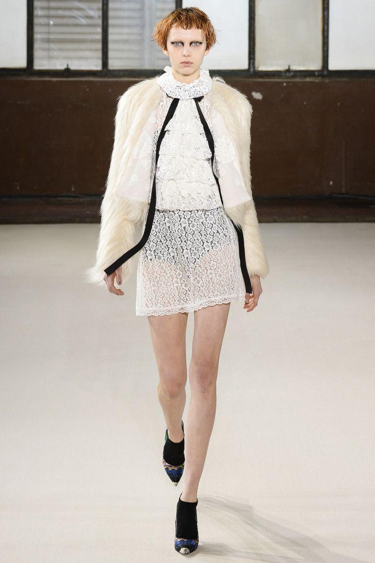 Giamba Fall 2016 Ready-to-Wear Fashion Show - Katie Moore