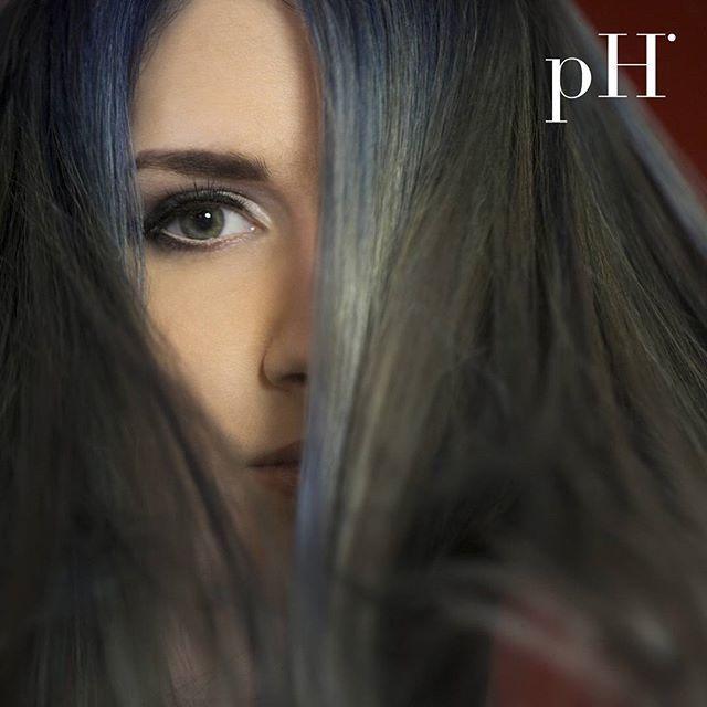 Ce poti obtine cu #pHLaboratories  #hairideas #haircolor #bluehair #crazycolor #instahair #clujlife