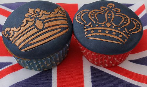 Now these are gorgeous. Jubilee - Blue and Gold Royal Cupcakes
