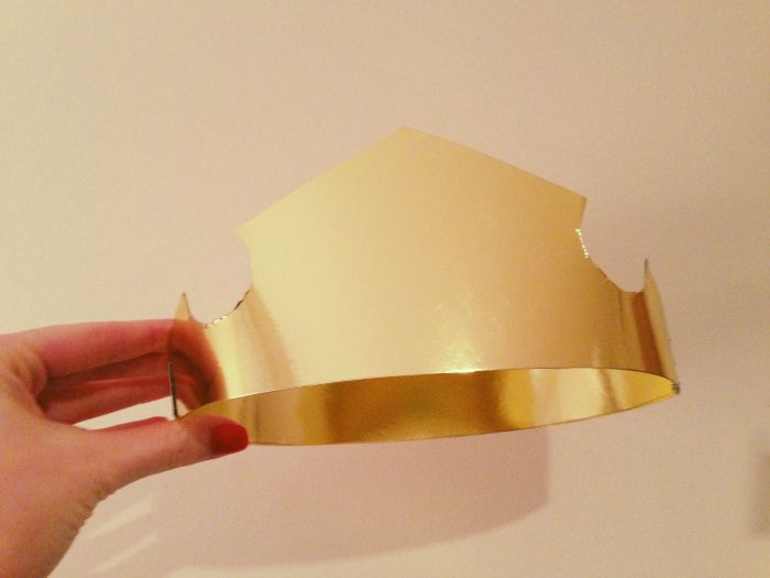 $7 DIY Aurora Sleeping Beauty Crown | using a gold foil star from party city or dollar store.