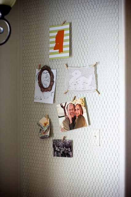 chicken wire gallery wall. LOVE. I have a little board like this but a whole wall = happiness.