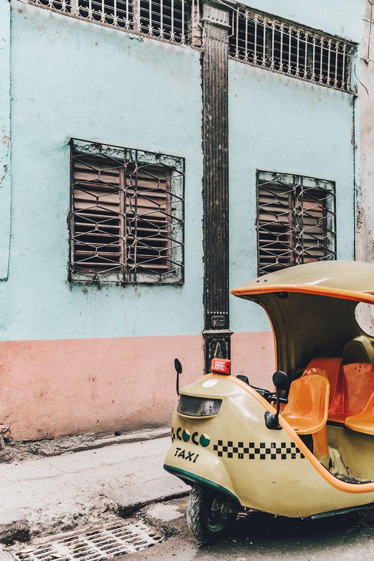 Los queridos y rudimentarios taxis cubanos. Uno de tantos, también existen carruajes y chevrolets del 57.