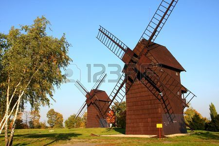 Vecchi mulini a vento vicino Poznan Archivio Fotografico