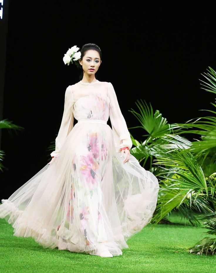 Vietnam Fashion Week SS17 - Ready to wear.   Designer: Hien Dang  Photo: Cao Duy