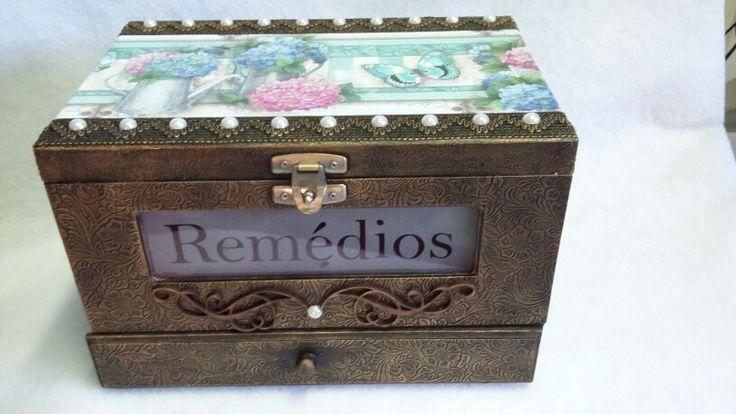 caixa para remédios com gaveta
