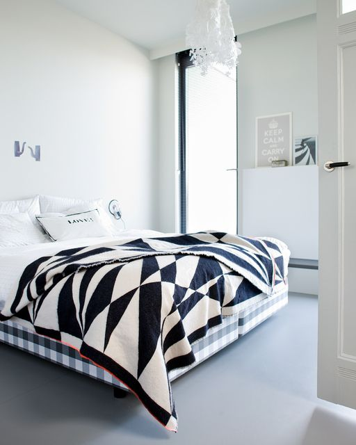 Bedroom with black and white graphic plaid styling @Cleo Scheulderman