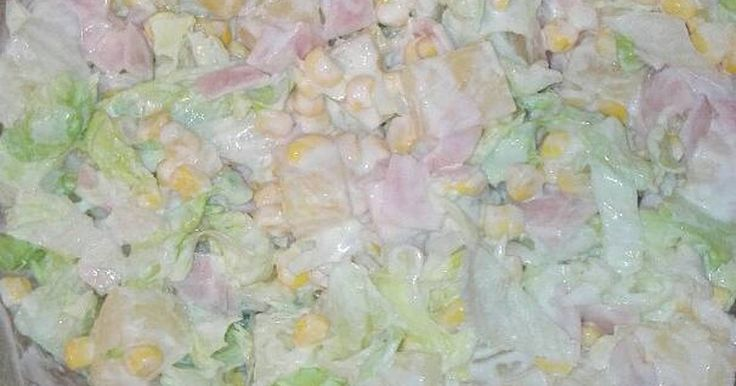 Mennyei Hawaii saláta, ahogy én készítem recept! Szeretem az édes ízeket, az ananászt, tejföl, majonéz, kukorica, jègsaláta, sonka kombinációját.