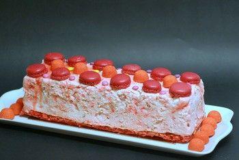 Une bûche de Noël pour les enfants à la fraise tagada et smarties ♡♡ Réalisée par la célèbre Mercotte :-)