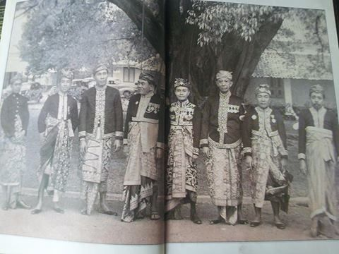 The Rajas of all 8 Balinese Kingdoms. Around 1930