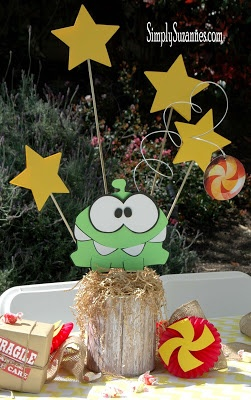 om nom centerpiece (cut the rope theme)