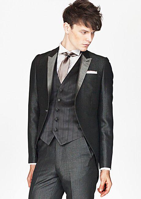 人気のクリスチャンラクロワのタキシード。新郎のお色直し衣装アイデア一覧です。