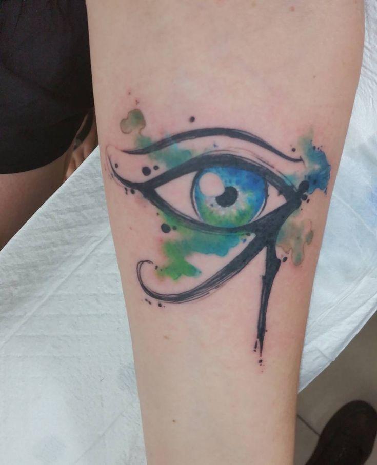 25 best ideas about egyptian eye tattoos on pinterest ra symbol eye of horus and horus tattoo. Black Bedroom Furniture Sets. Home Design Ideas