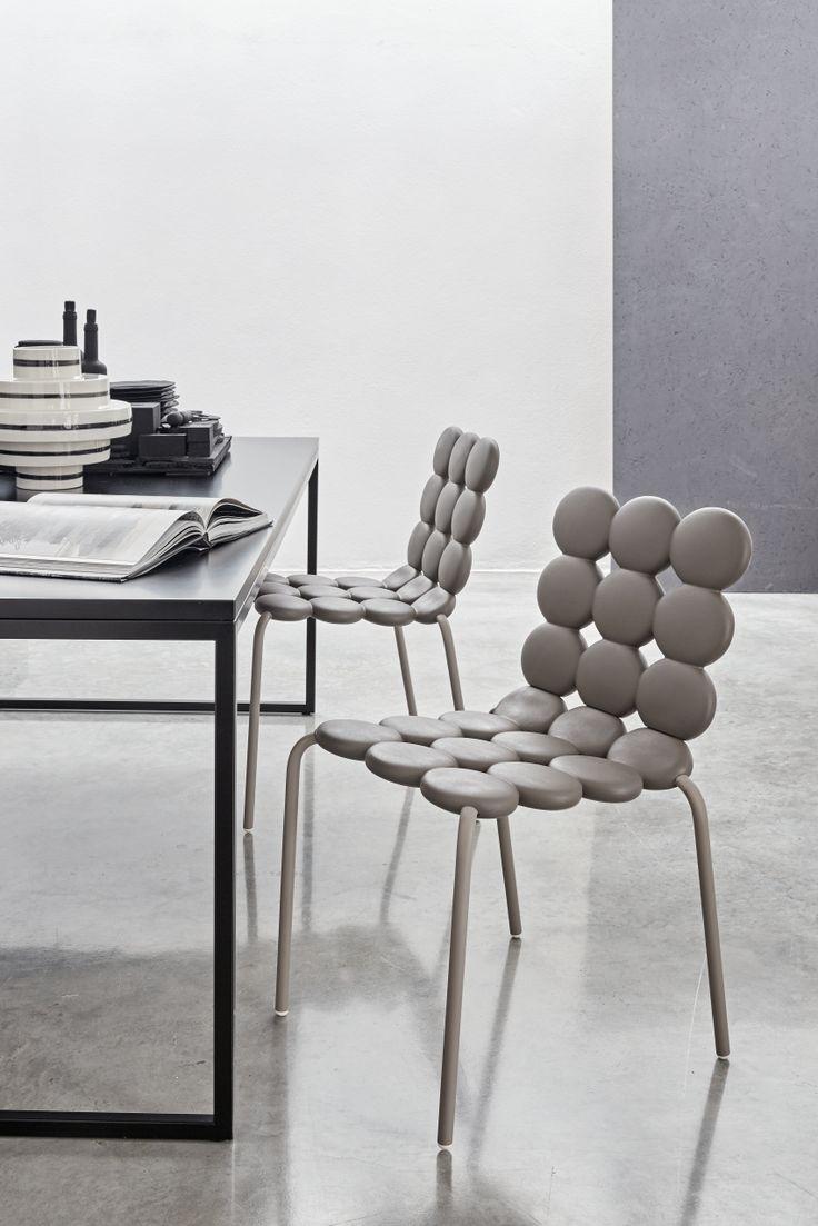 MINTS - la sedia Mints presenta la scocca morbida in poliuretano cui si abbinano le gambe verniciate opache in tonalità con la scocca #geelli #mints #sedia #softness #seat #chair #poliuretano #polyurethane #design