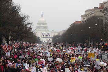 マドンナさんら著名人も参加 トランプ政権に正義と平等求め、世界で250万人の女性が行進
