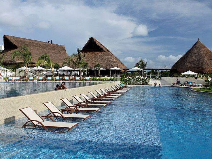 Piscina del hotel Occidental Grand Cartagena
