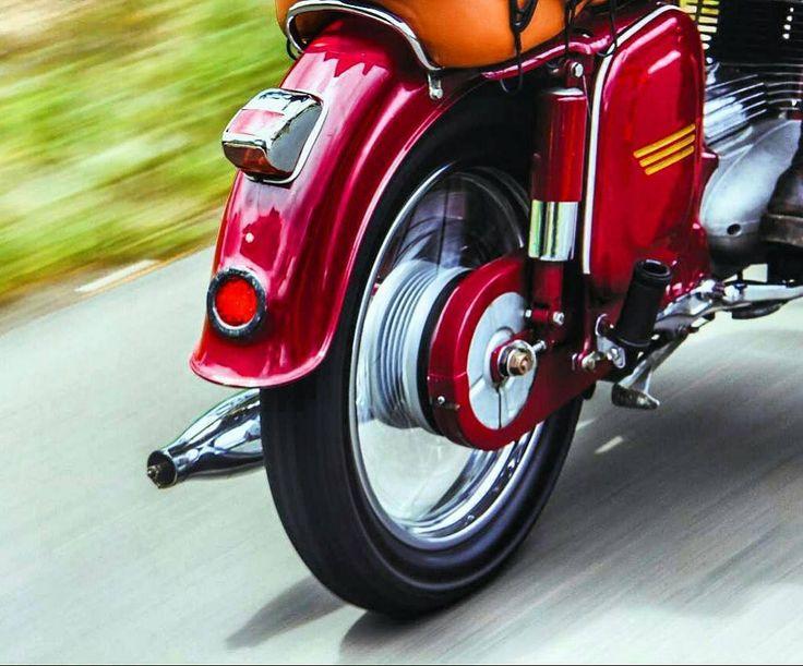 JAWA 250cc  Repost @yogakoprod  More photos on - http://ift.tt/1MOOLiU  #jawa…
