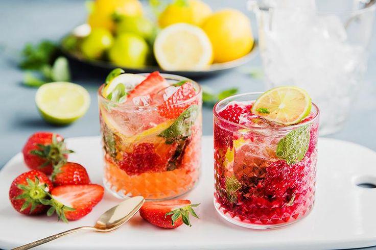 Oppskrift på alkoholfrie drinker mocktails med bær og urter.