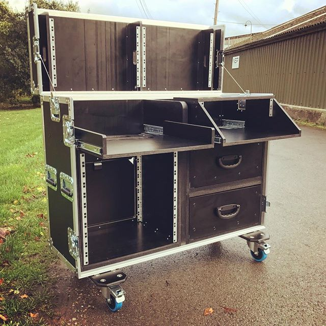 Fabulous A Bespoke Flight Case Workstation For Live Vision Mixing Beatyapartments Chair Design Images Beatyapartmentscom