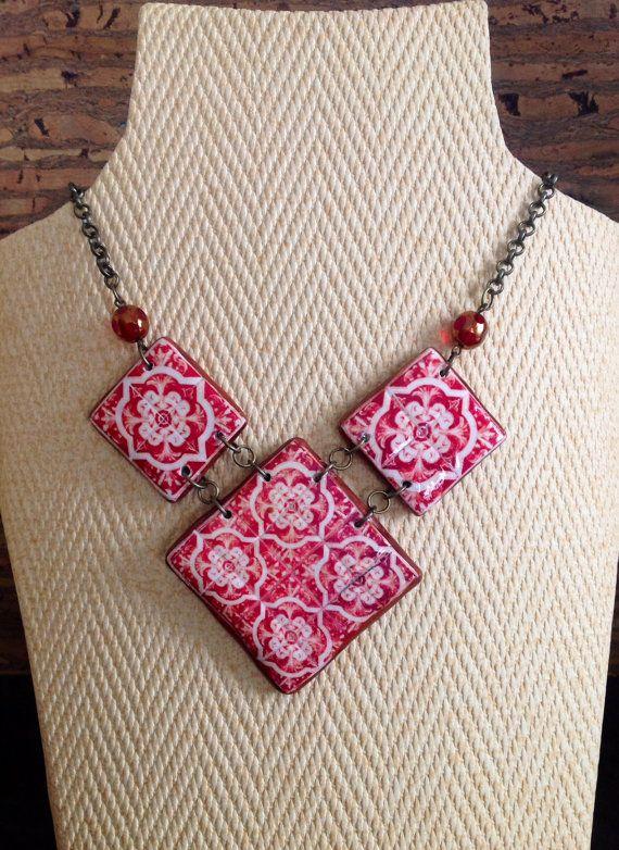 Conjunto de collar y par de pendientes, con réplica de azulejo portugués y cuentas de fino cristal checo.