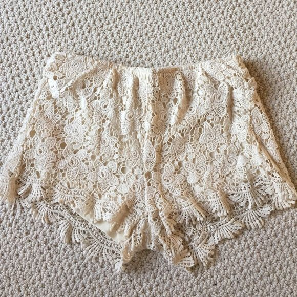 WetSeal Cream Lace Shorts Cute wet seal lace shorts with lining and elastic waistband Wet Seal Shorts