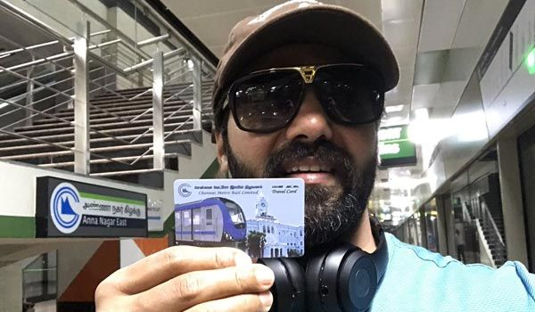 Arya mingles with the public by travelling in metro train from his house to Airport to avoid traffic! #ChennaiUngalKaiyil.
