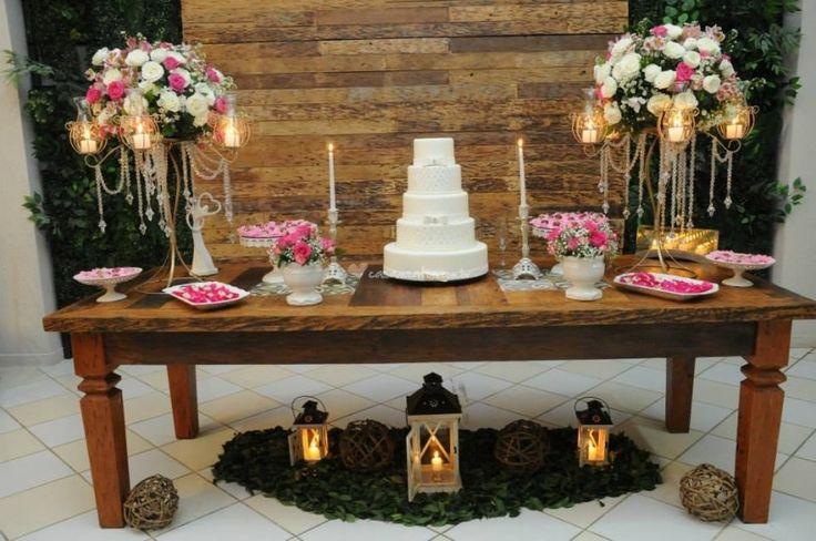 Mesa do Bolo Rustica de Salão de Festas Charme - Buffet e Decoração | Foto 2