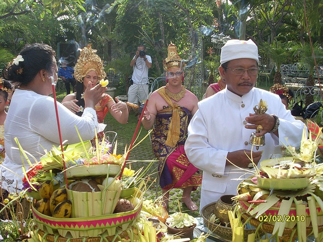 Balinese blessing ceremony    One of Wedding ceremony in Bali can be done under Balinesse Hindu tradition, Balinese Blessing Ceremony lead by Balinesse Priest (Pemangku), presented by Bali Holidays Wedding.